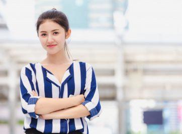 portrait-young-business-woman_39730-1624